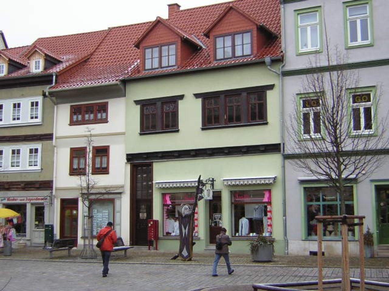 Gemütliche 1-Zimmerwohnung mit Freisitz im Herzen von Arnstadt-Straßenansicht
