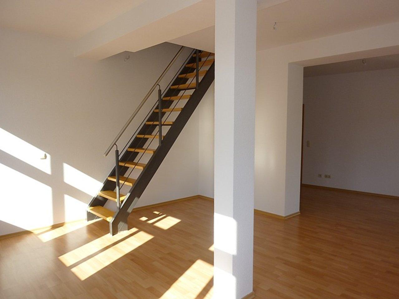 Helle und freundliche Maisonettewohnung mit kleinem Freisitz im Stadtzentrum-Treppe zum DG