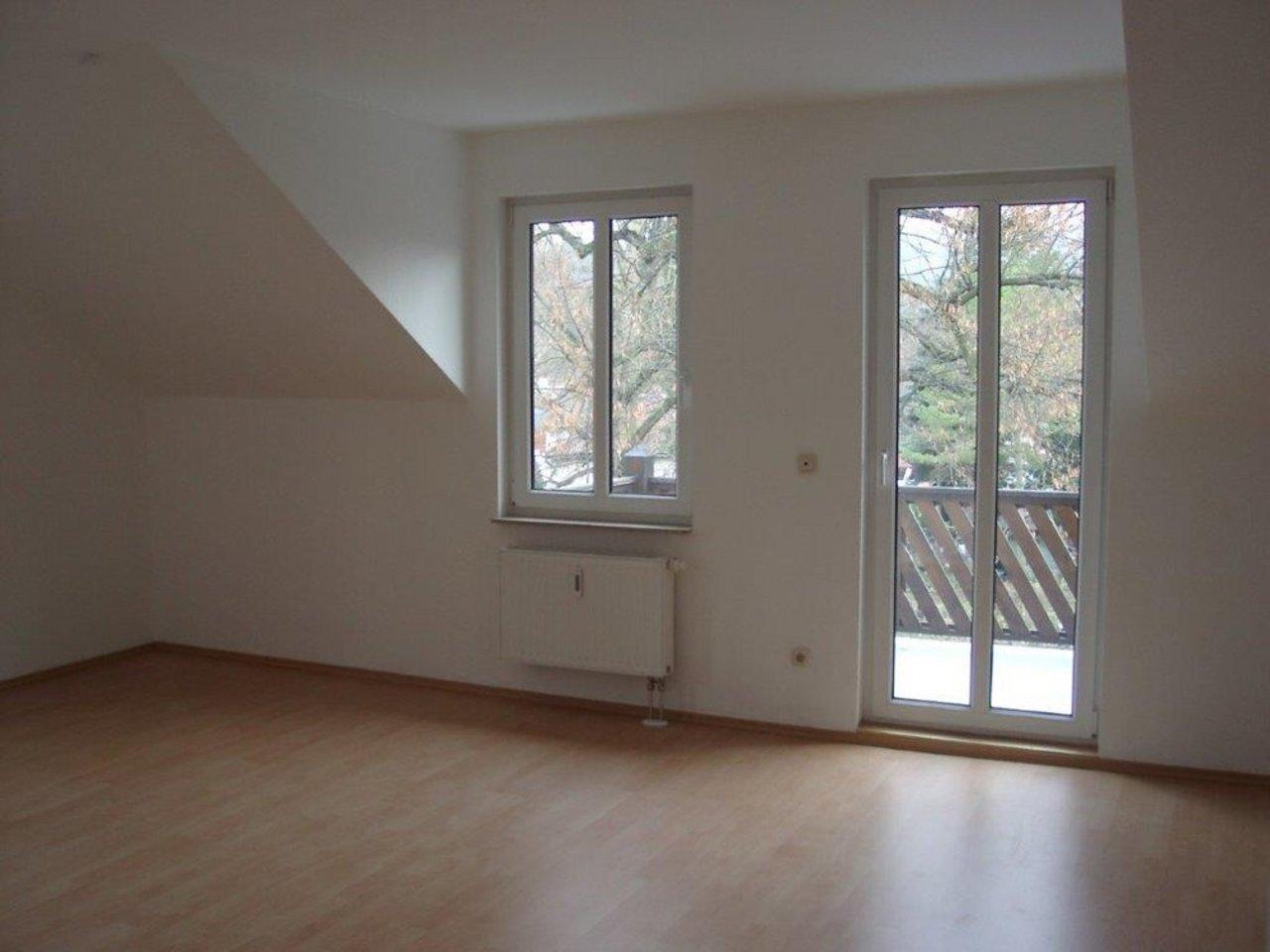 Attraktive, sonnige 2-Zimmerwohnung in bester Lage von Arnstadt-Wohnzimmer mit Balkon