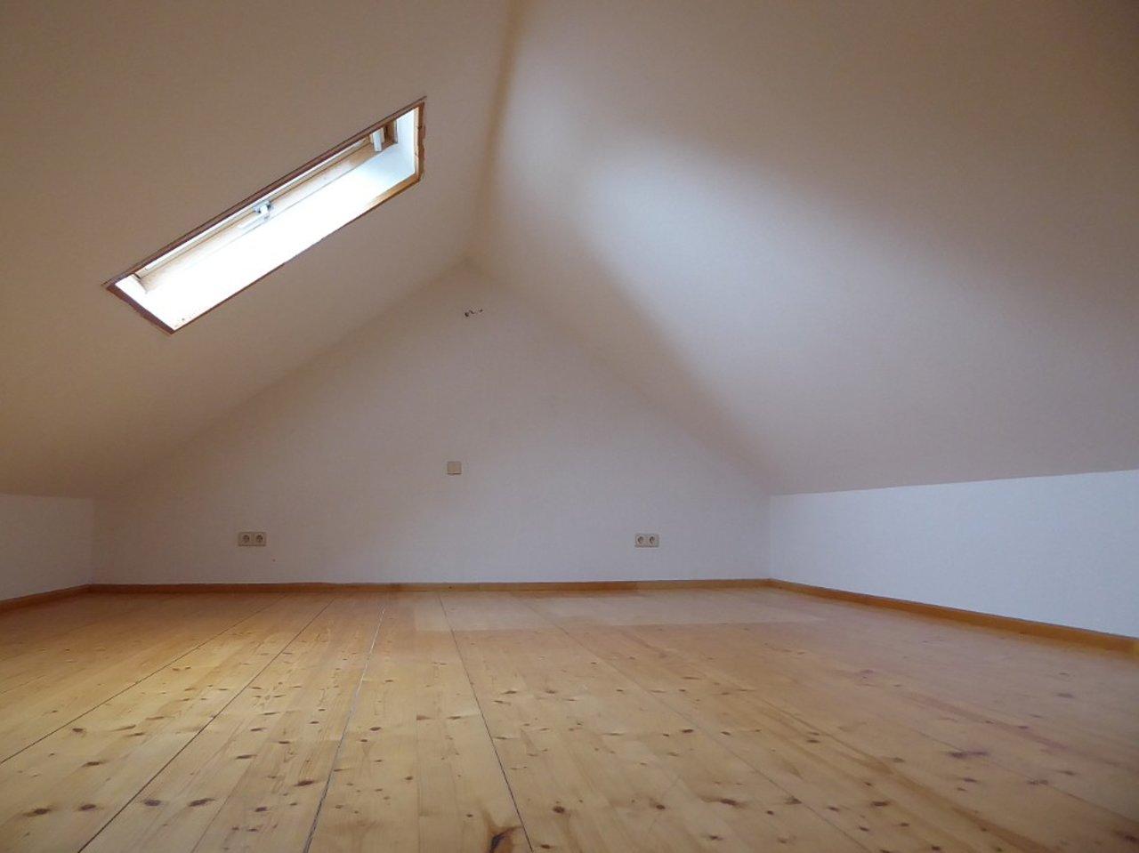 Individuelle 3-Zimmer-DG-Wohnung mit ausgebautem Dachspitz in Arnstadt-Ausgebauter Dachspitz