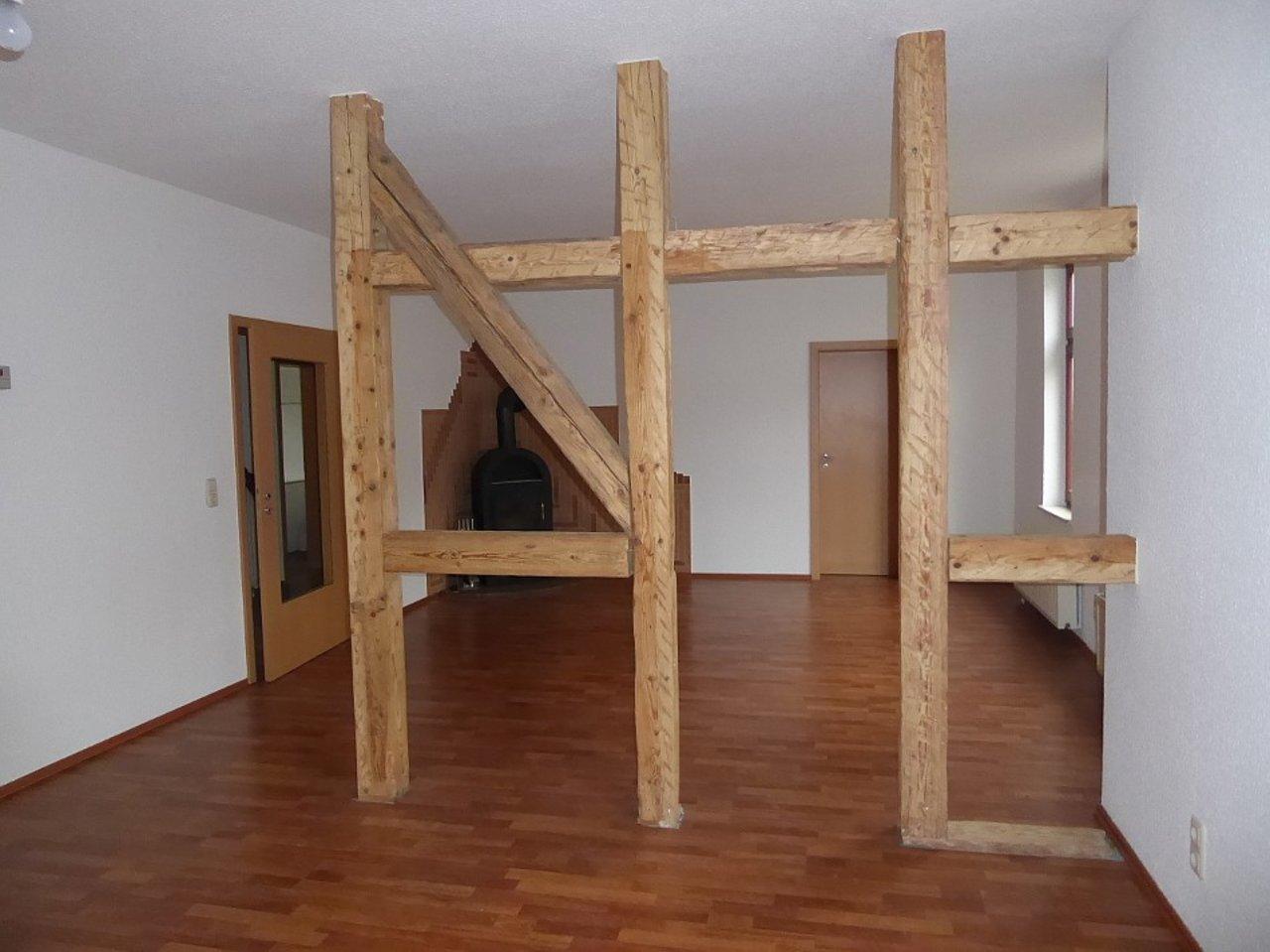 Großzügige 3-Zimmerwohnung mit Kamin und Einbauküche-Wohnzimmer