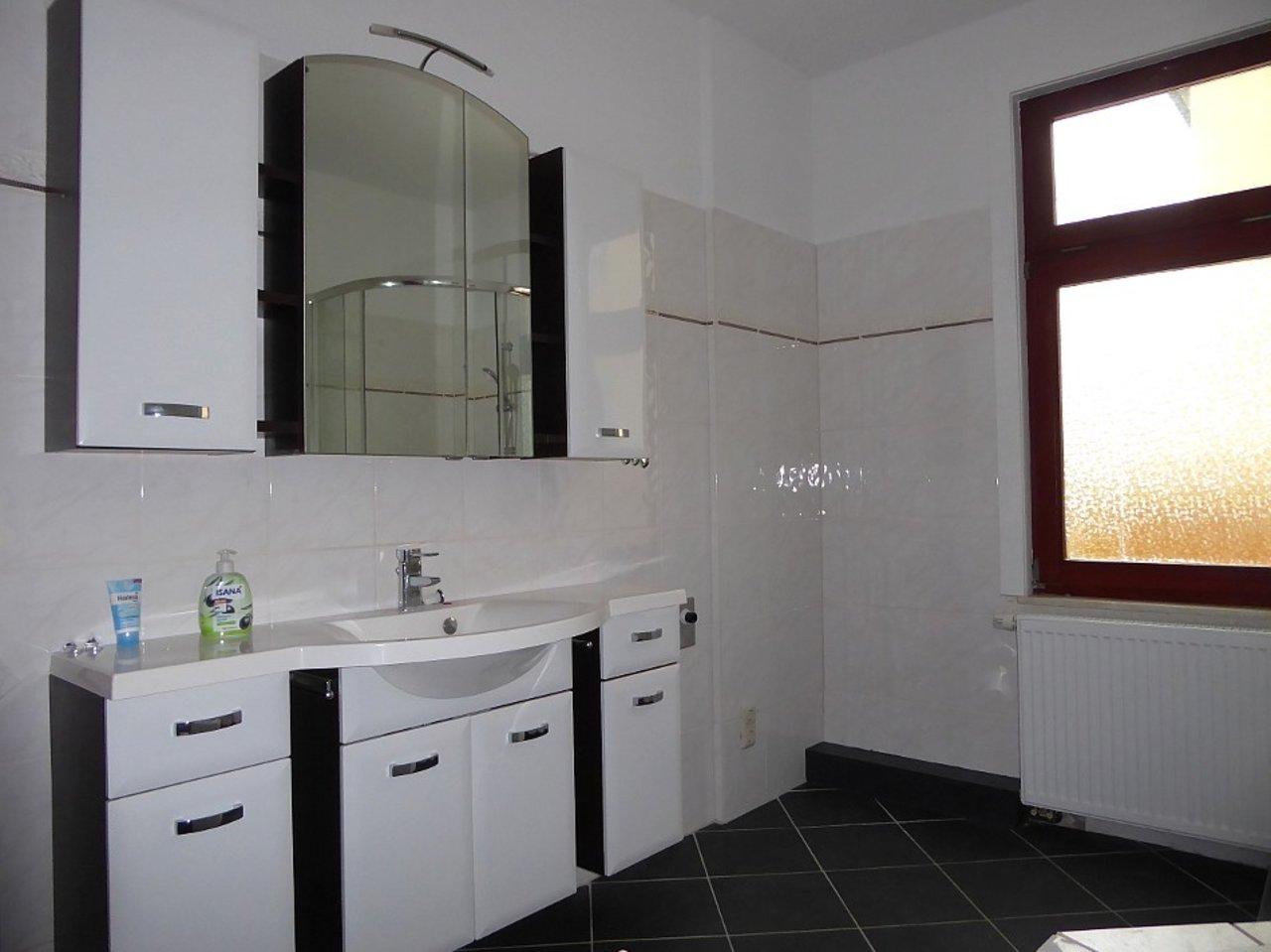 Großzügige 3-Zimmerwohnung mit Kamin und Einbauküche-Bad