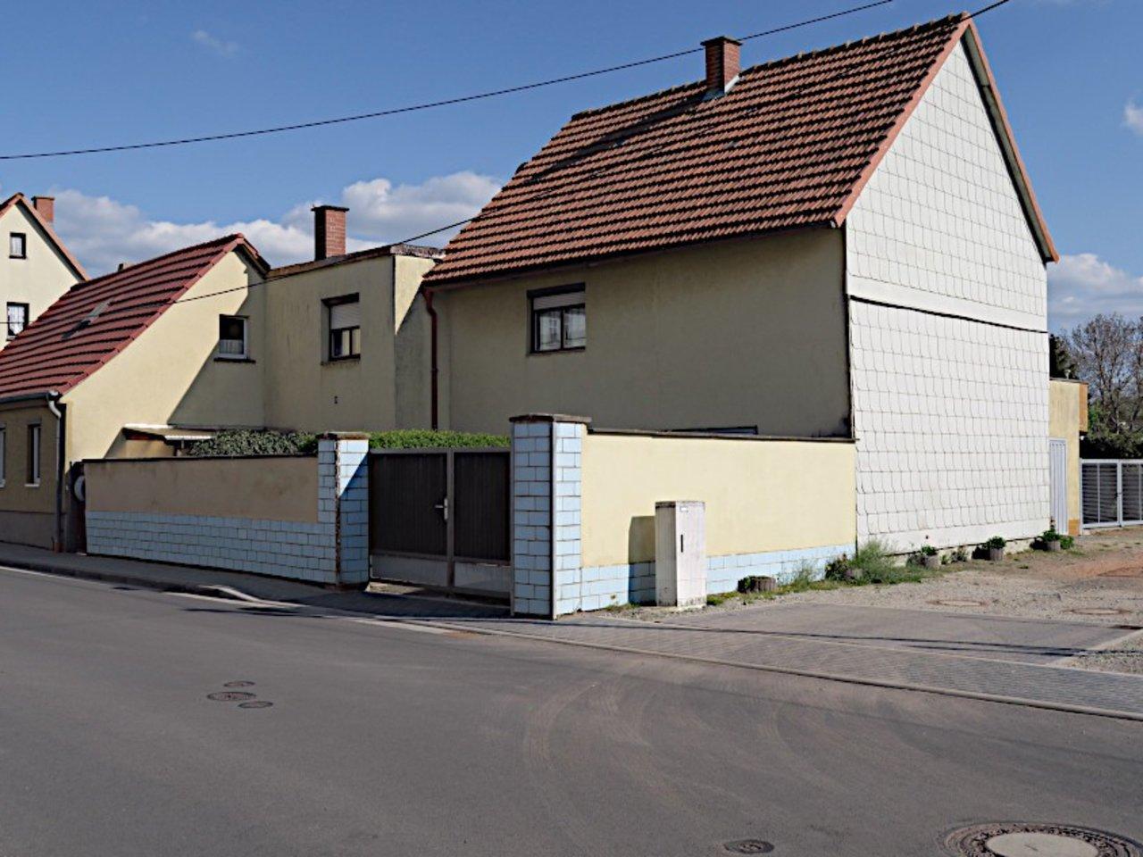 Sanierungsbedürftiges EFH mit Nebengebäuden in Wüllersleben-Gesamtansicht