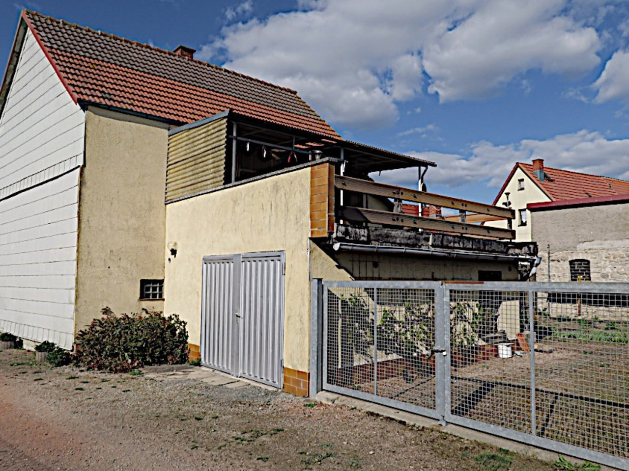 Sanierungsbedürftiges EFH mit Nebengebäuden in Wüllersleben-Garage mit Einfahrt