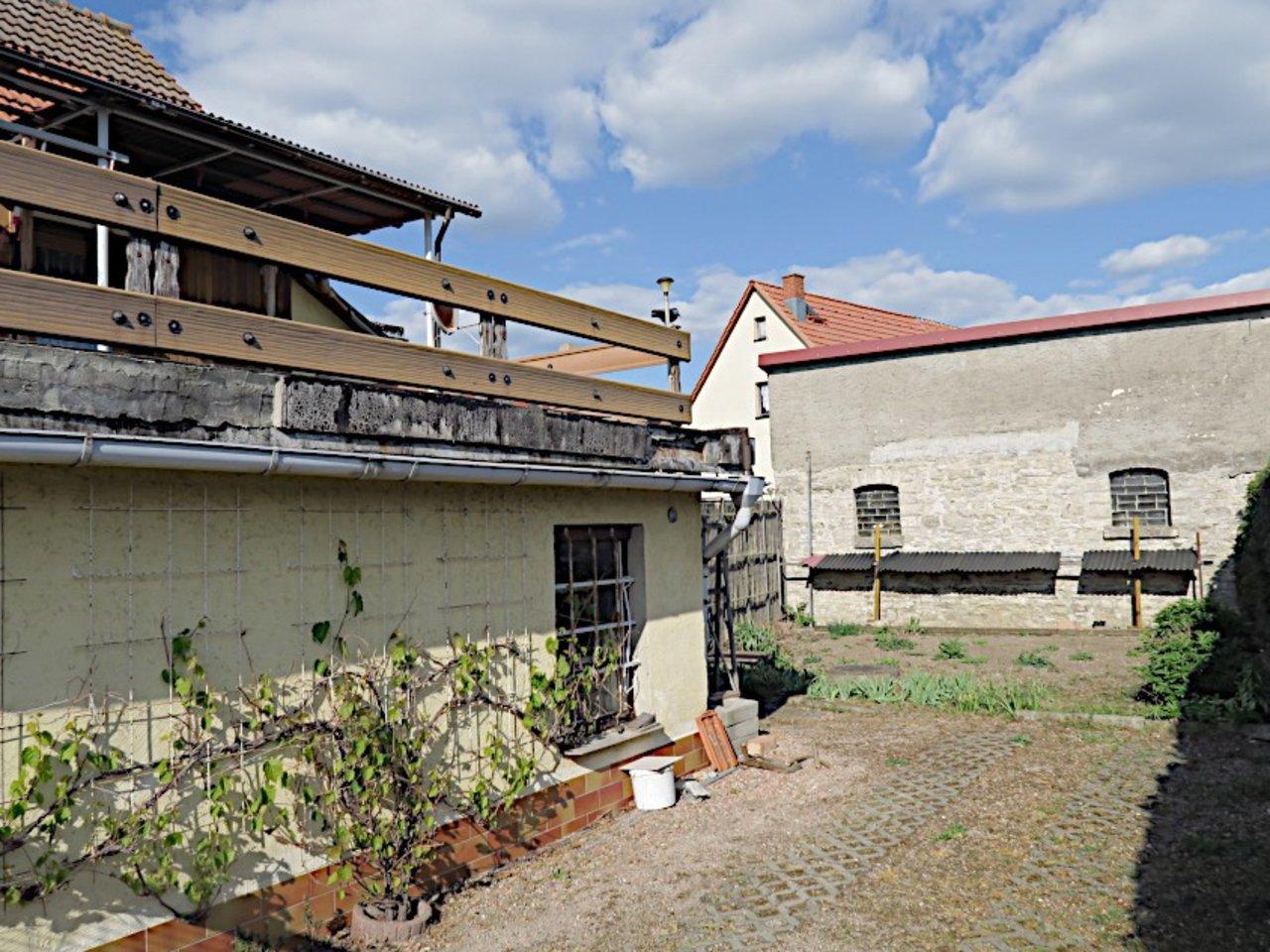 Sanierungsbedürftiges EFH mit Nebengebäuden in Wüllersleben-Einfahrt, Garten