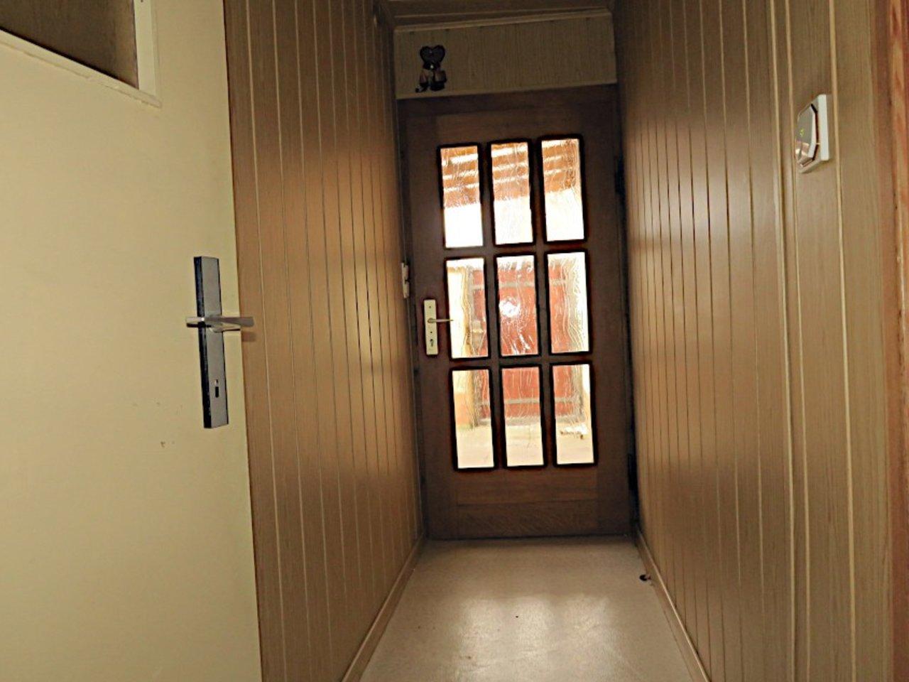 Sanierungsbedürftiges EFH mit Nebengebäuden in Wüllersleben-Hauseingang