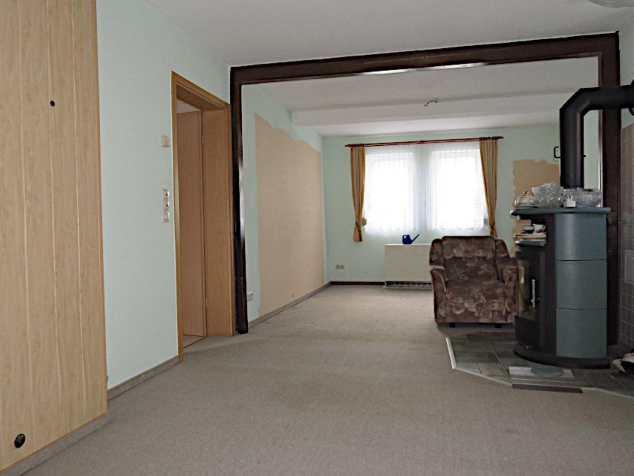 Sanierungsbedürftiges EFH mit Nebengebäuden in Wüllersleben-Wohnzimmer im EG