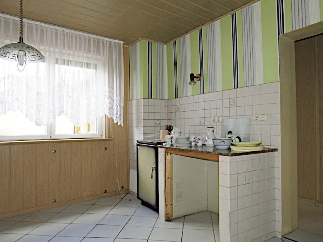 Sanierungsbedürftiges EFH mit Nebengebäuden in Wüllersleben-Küche im EG