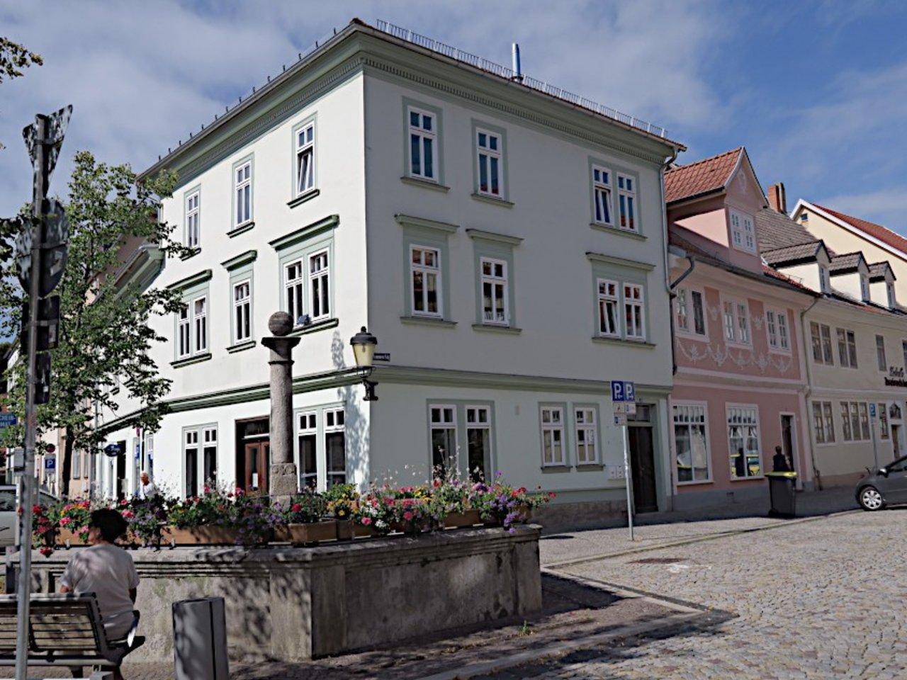 Ansprechendes Ladenlokal bzw. Büro im Zentrum von Arnstadt-Hausansicht