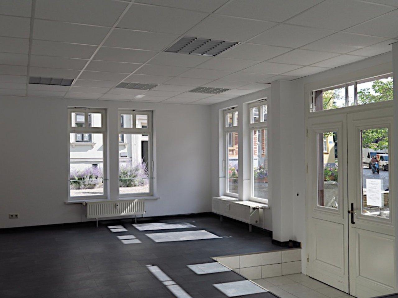 Ansprechendes Ladenlokal bzw. Büro im Zentrum von Arnstadt-Gewerberaum - Eingang