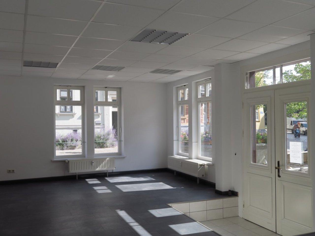 Interessantes Ladenlokal bzw. Büro im Zentrum von Arnstadt-Ladenlokal