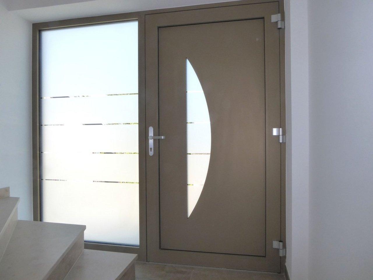 Zauberhafte, familienfreundliche 4-Zimmerwohnung - Neubau Erstbezug!-Hauseingangstür