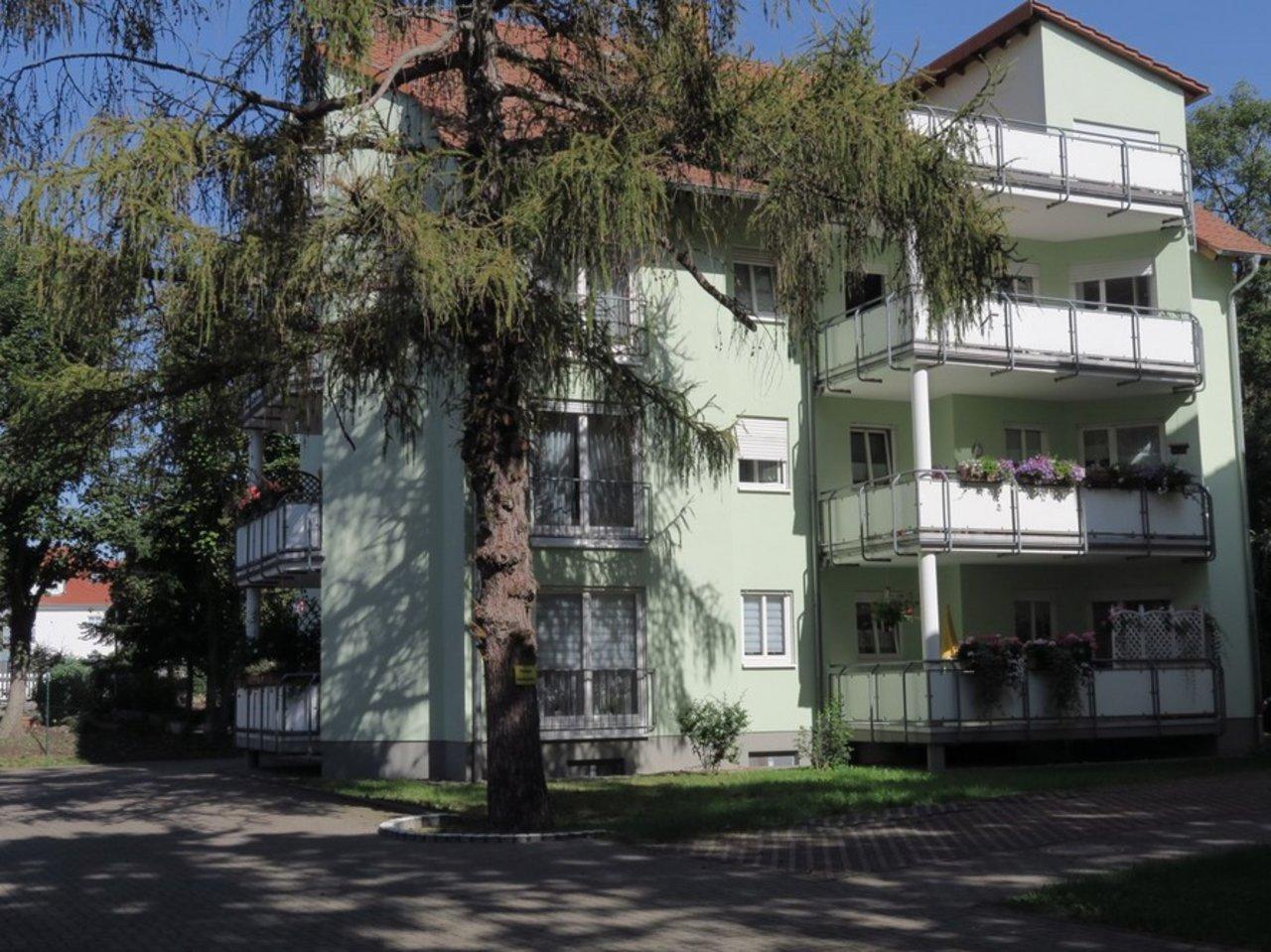 Solide Anlage! Charmante, vermietete DG-Eigentumswohnung in Arnstadt-Hausansicht