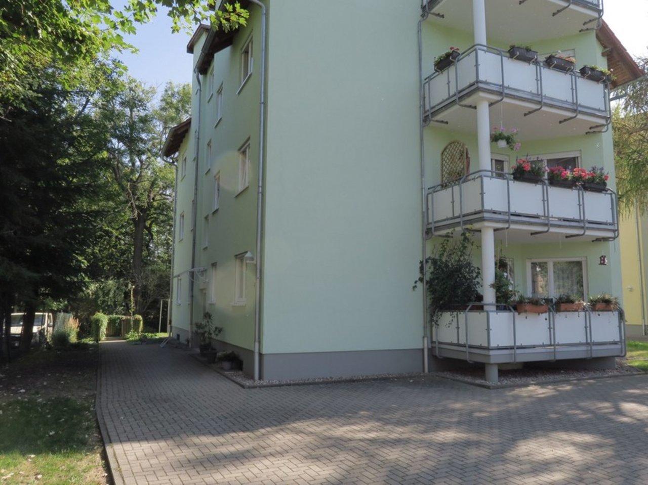 Solide Anlage! Charmante, vermietete DG-Eigentumswohnung in Arnstadt-Eingangsseite des Hauses