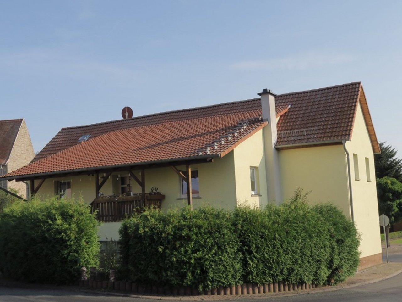 Komplett modernisiertes Zweifamilienhaus in Kettmannshausen-Hausansicht