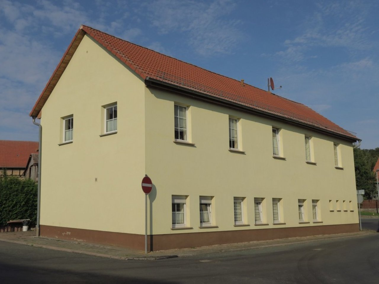 Komplett modernisiertes Zweifamilienhaus in Kettmannshausen-Gesamtansicht Haus