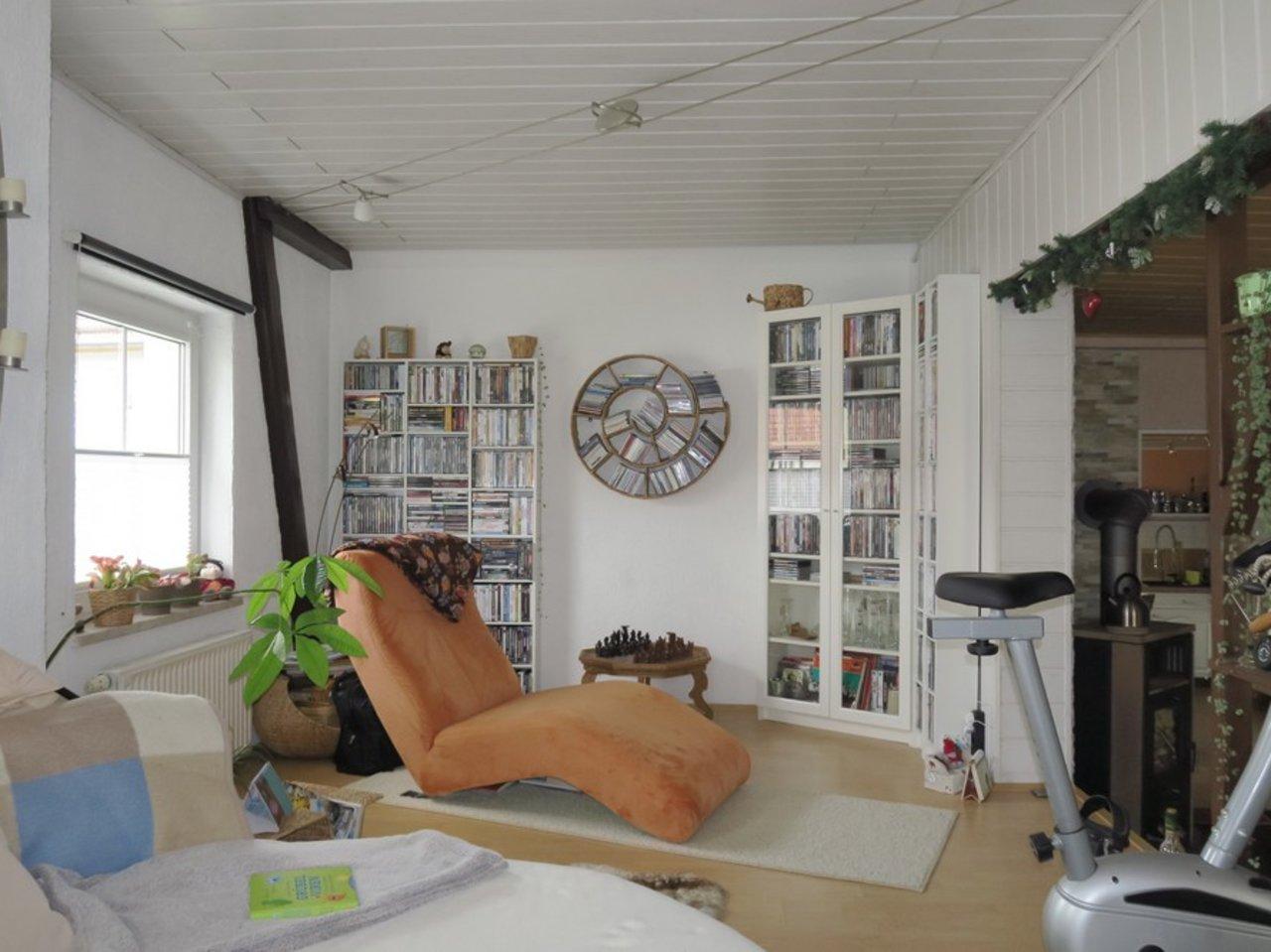 Komplett modernisiertes Zweifamilienhaus in Kettmannshausen-OG - Wohnen