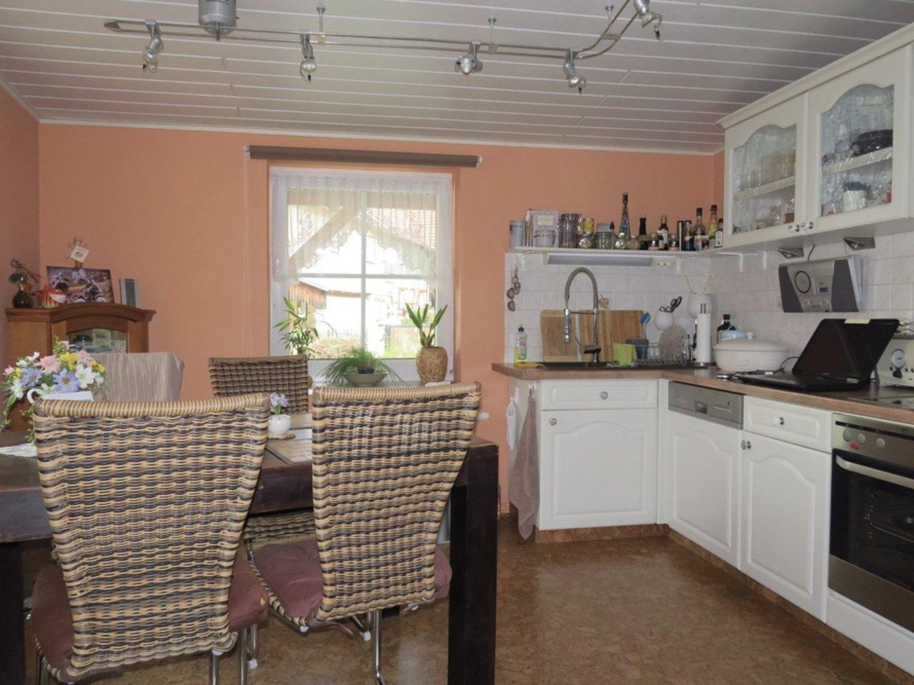 Komplett modernisiertes Zweifamilienhaus in Kettmannshausen-Küche im OG