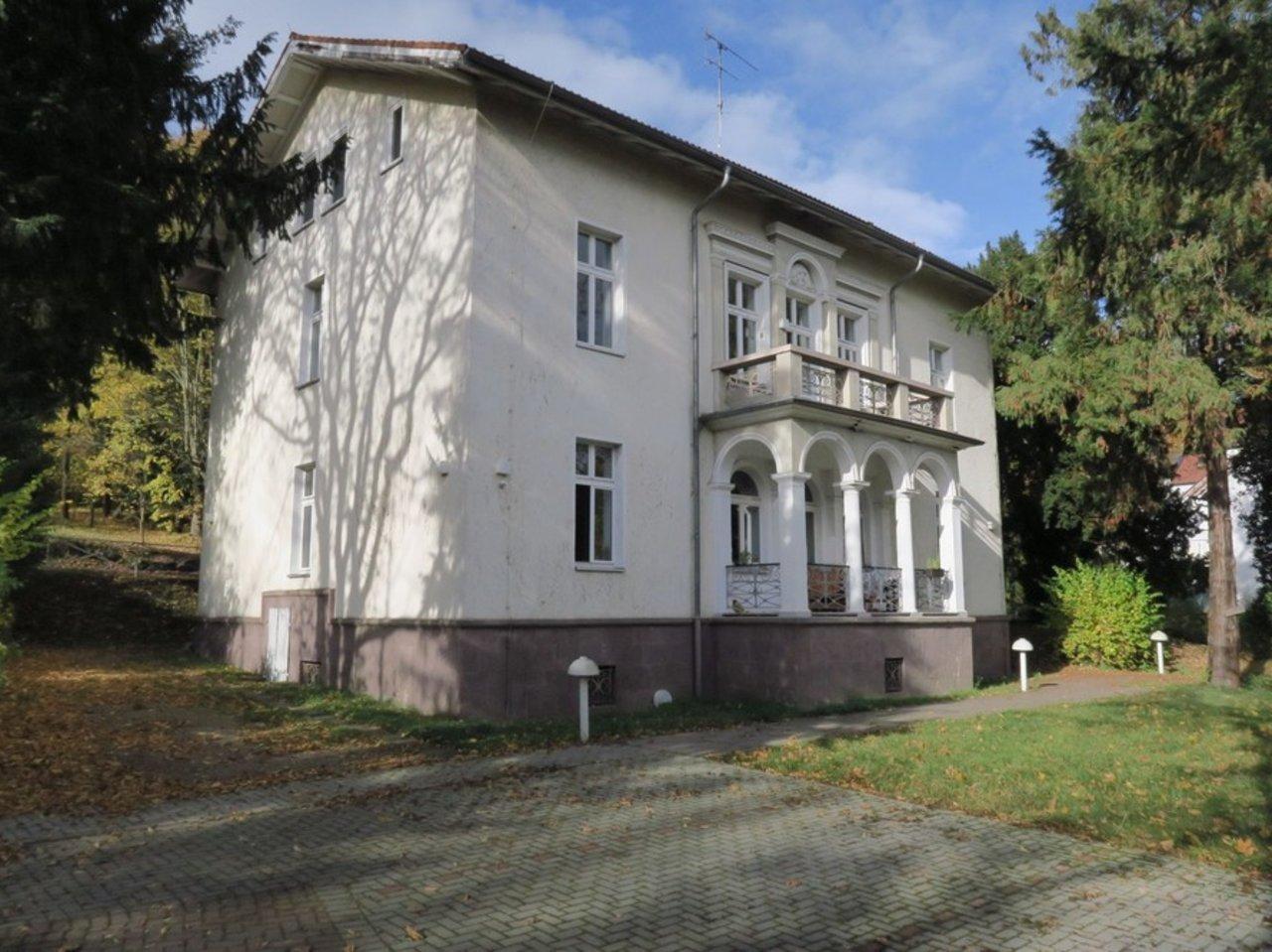 Familienfreundliche Wohnung am südlichen Stadtrand mit parkähnlichem Grundstück-Hausansicht