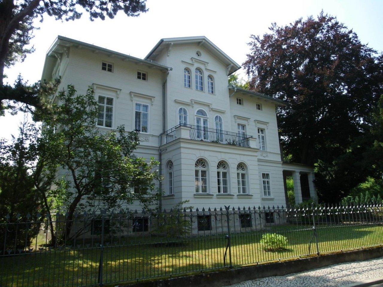 Reizvolle, großzügige DG-Wohnung mit viel Raum und individueller Gestaltung-Hausansicht