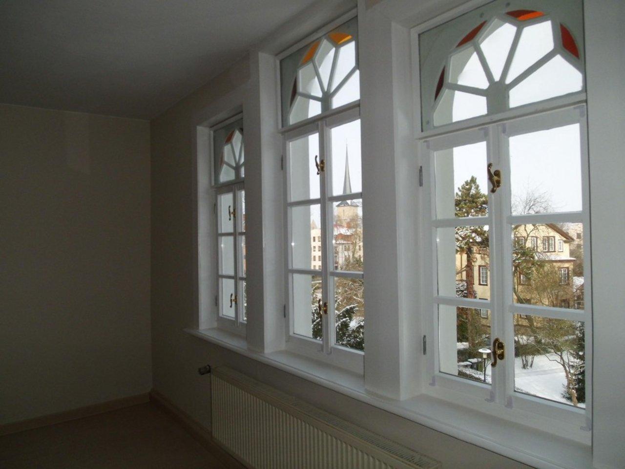 Reizvolle, großzügige DG-Wohnung mit viel Raum und individueller Gestaltung-Fenster Wohnzimmer