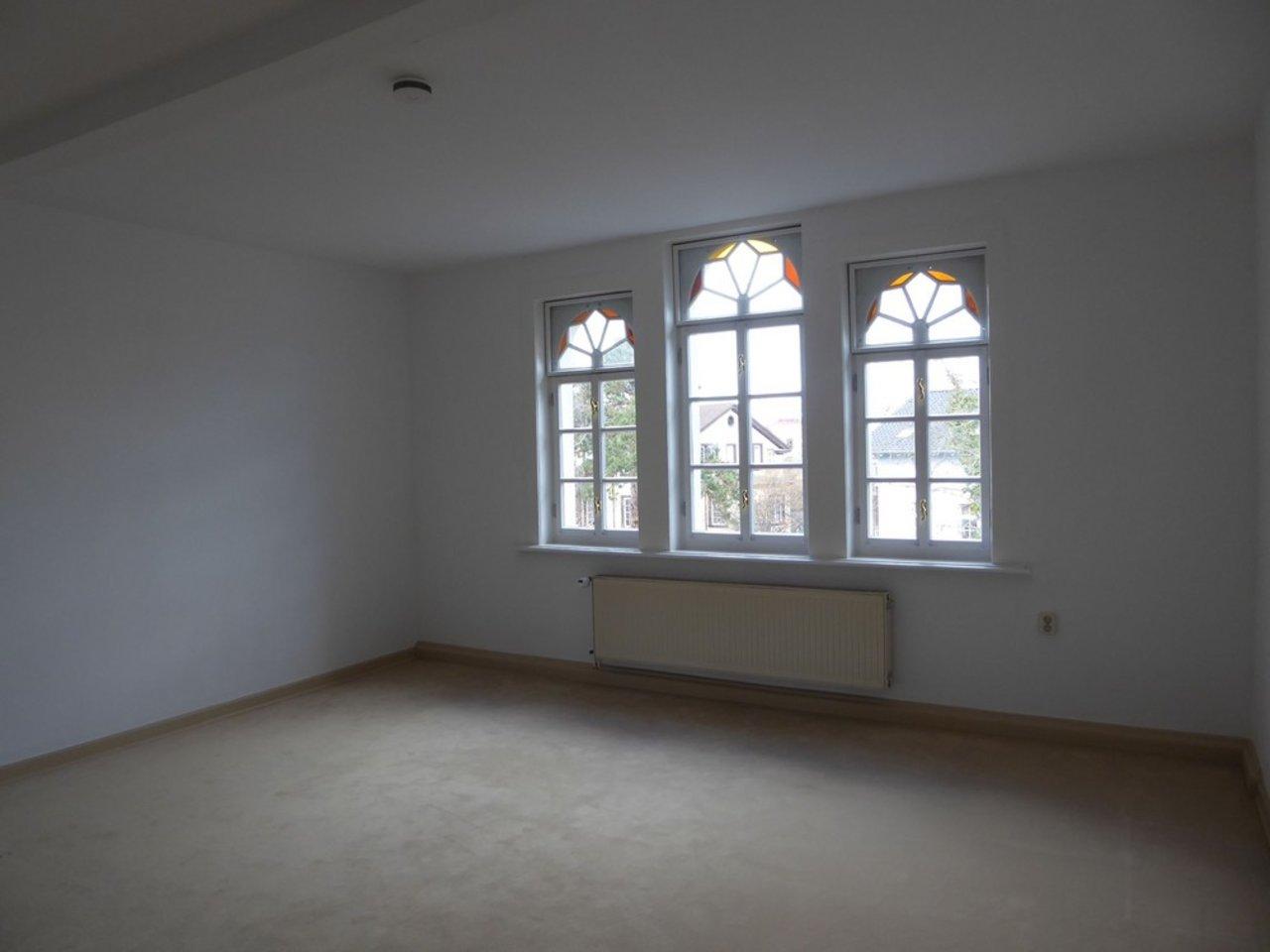 Reizvolle, großzügige DG-Wohnung mit viel Raum und individueller Gestaltung-Großes Zimmer