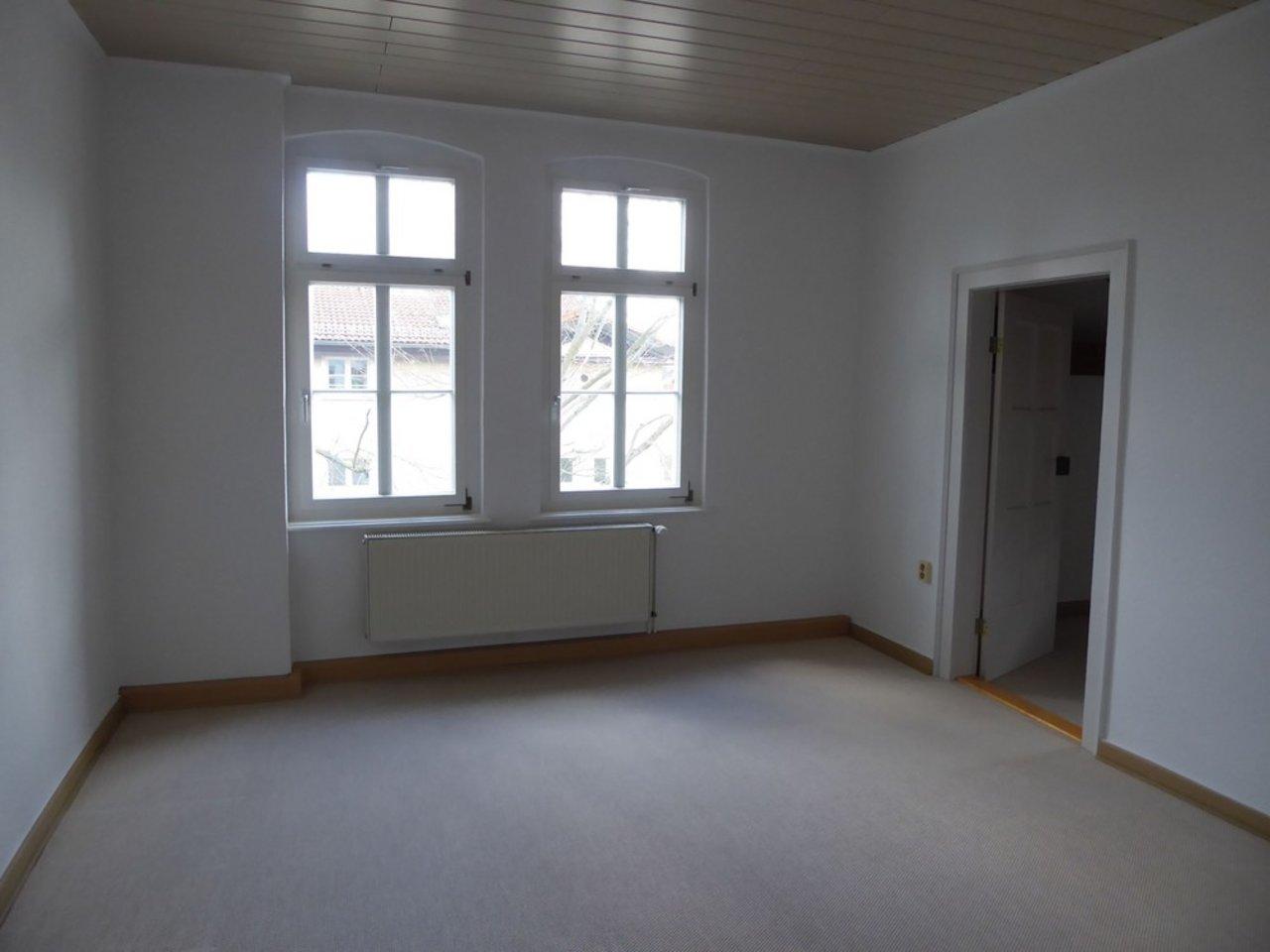 Reizvolle, großzügige DG-Wohnung mit viel Raum und individueller Gestaltung-Schlafzimmer