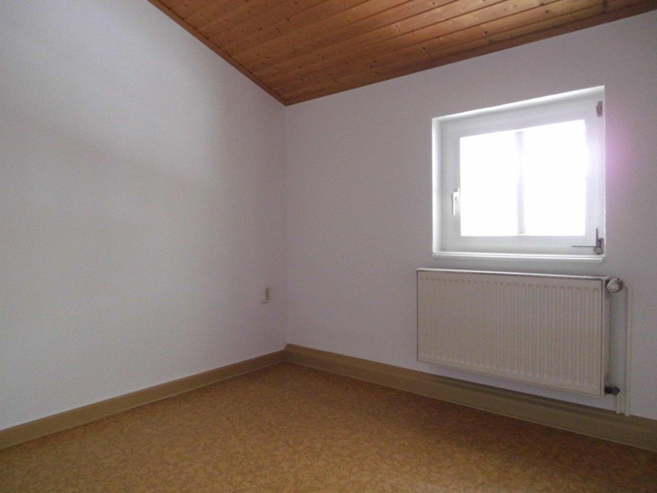 Reizvolle, großzügige DG-Wohnung mit viel Raum und individueller Gestaltung-Kleines Zimmer