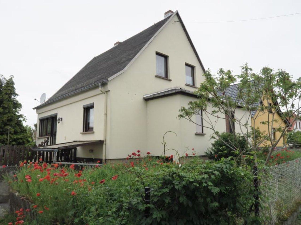 Freistehendes, modernisierungsbedürftiges EFH in Wülfershausen-Hausansicht
