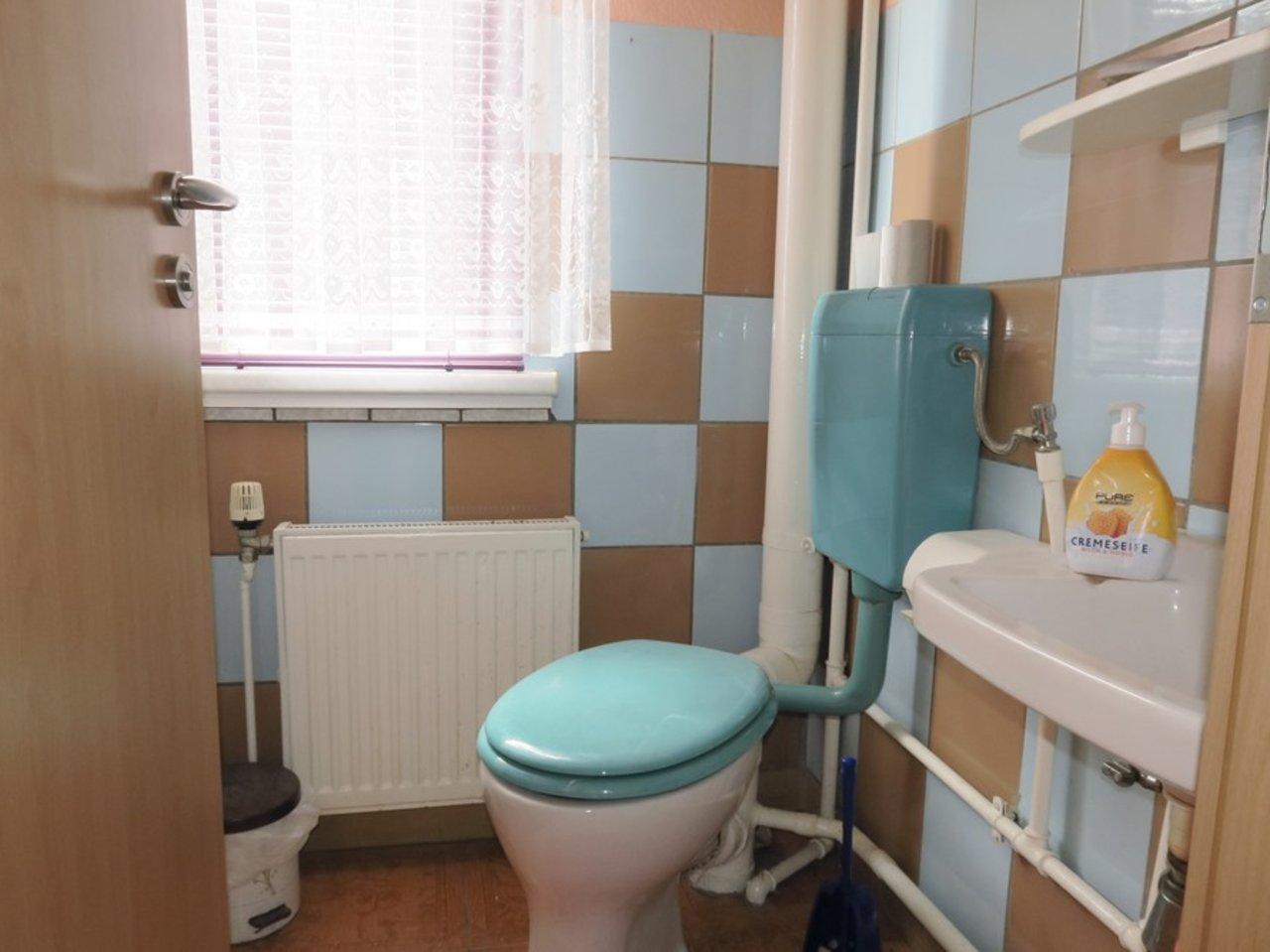 Freistehendes, modernisierungsbedürftiges EFH in Wülfershausen-WC im EG