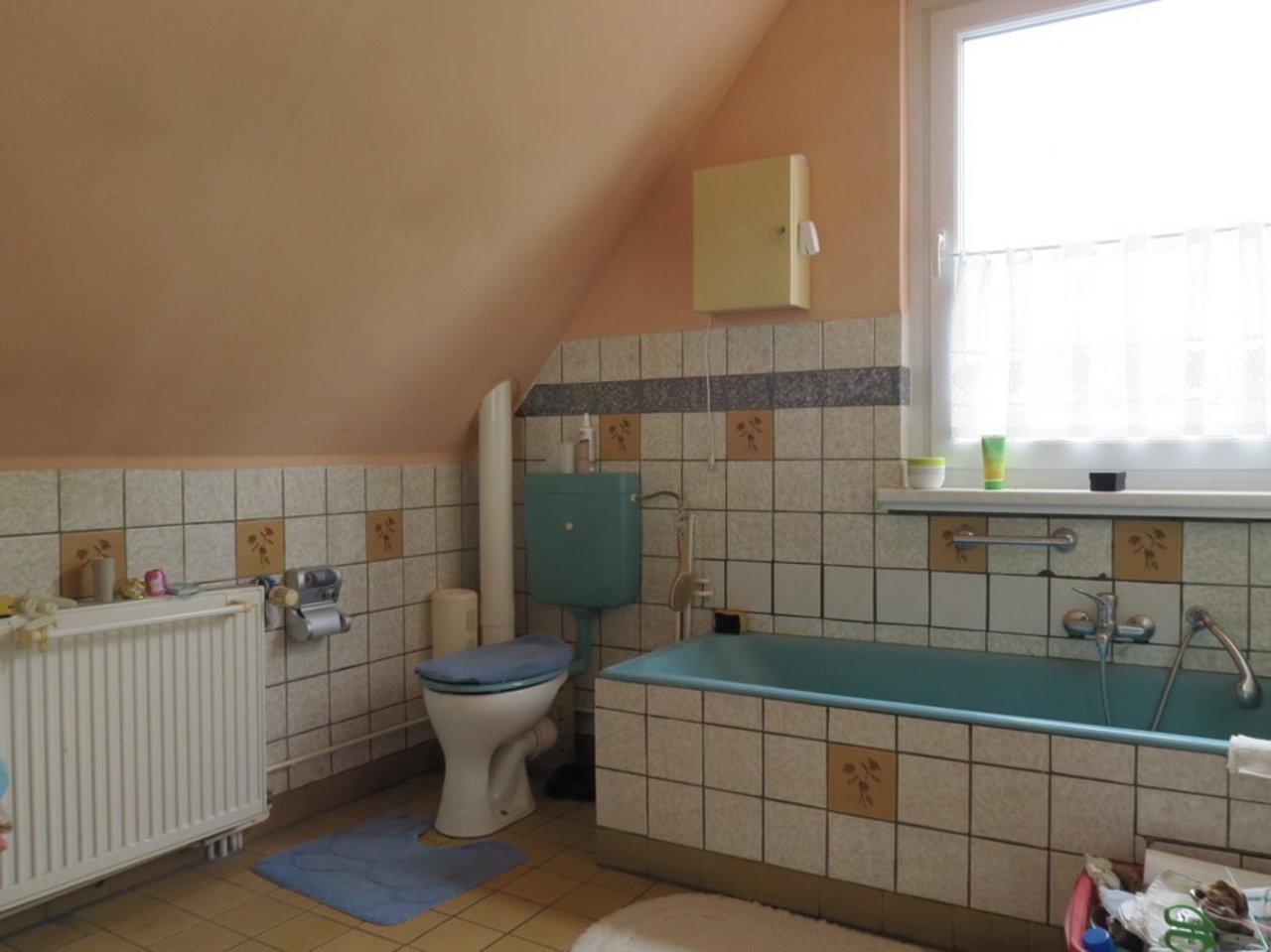 Freistehendes, modernisierungsbedürftiges EFH in Wülfershausen-Bad im DG