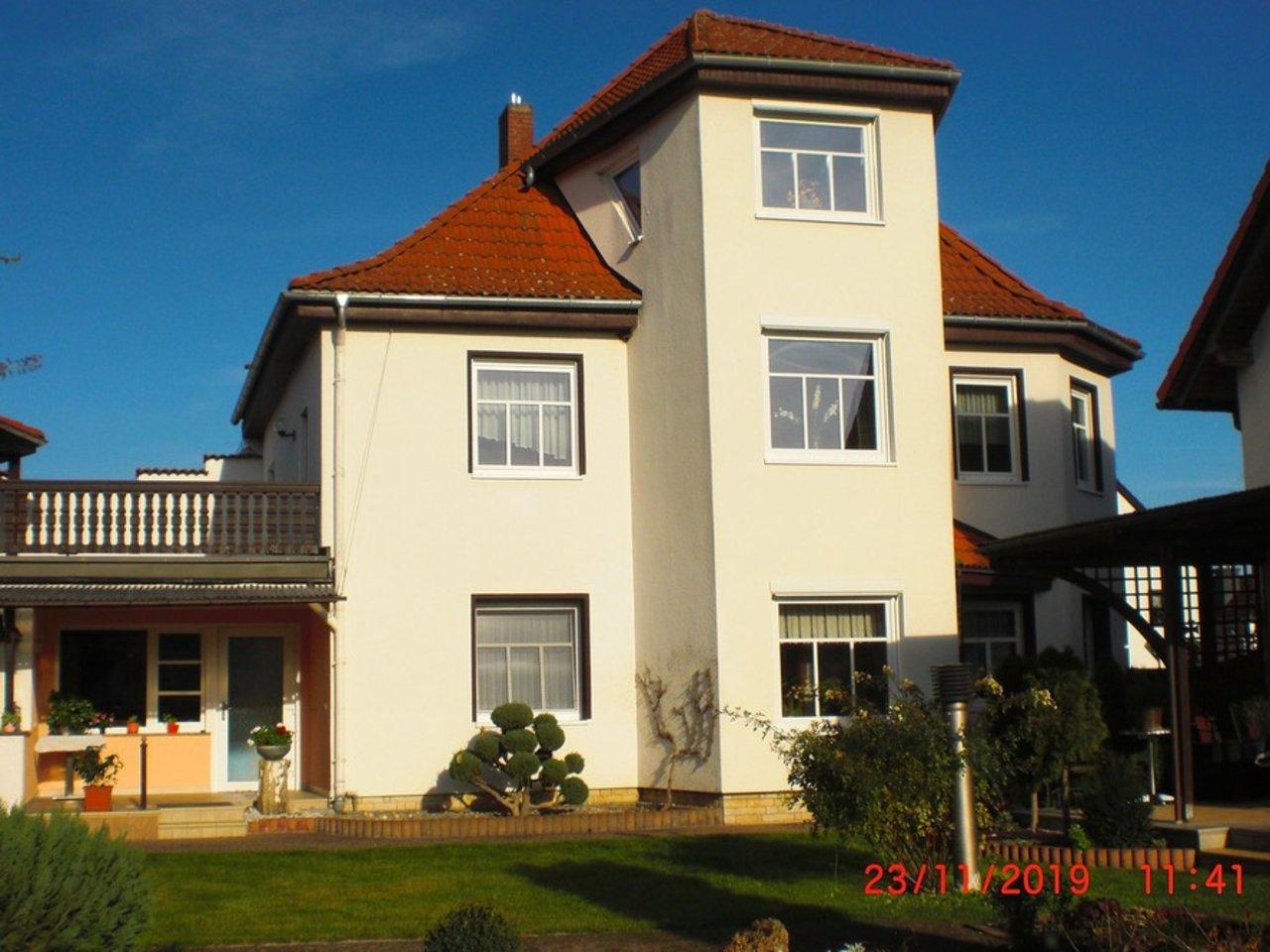 Großzügige, gepflegte Wohnung mit sonniger Terrasse in Witzleben-Hausansicht Gartenseite
