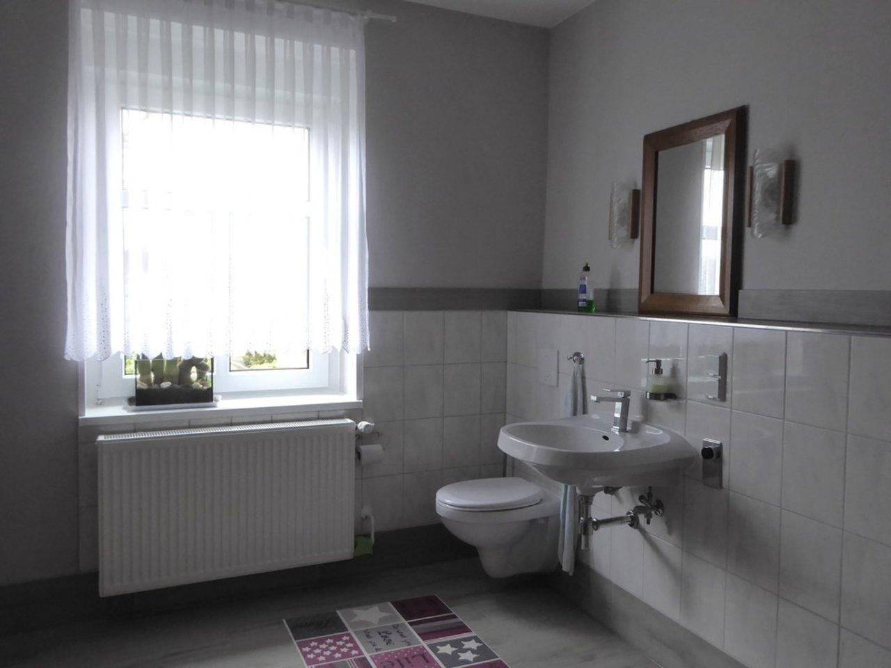 Großzügige, gepflegte Wohnung mit sonniger Terrasse in Witzleben-HWR im EG