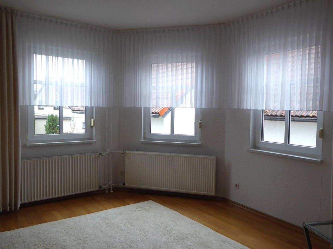 Großzügige, gepflegte Wohnung mit sonniger Terrasse in Witzleben-Wohnen im OG