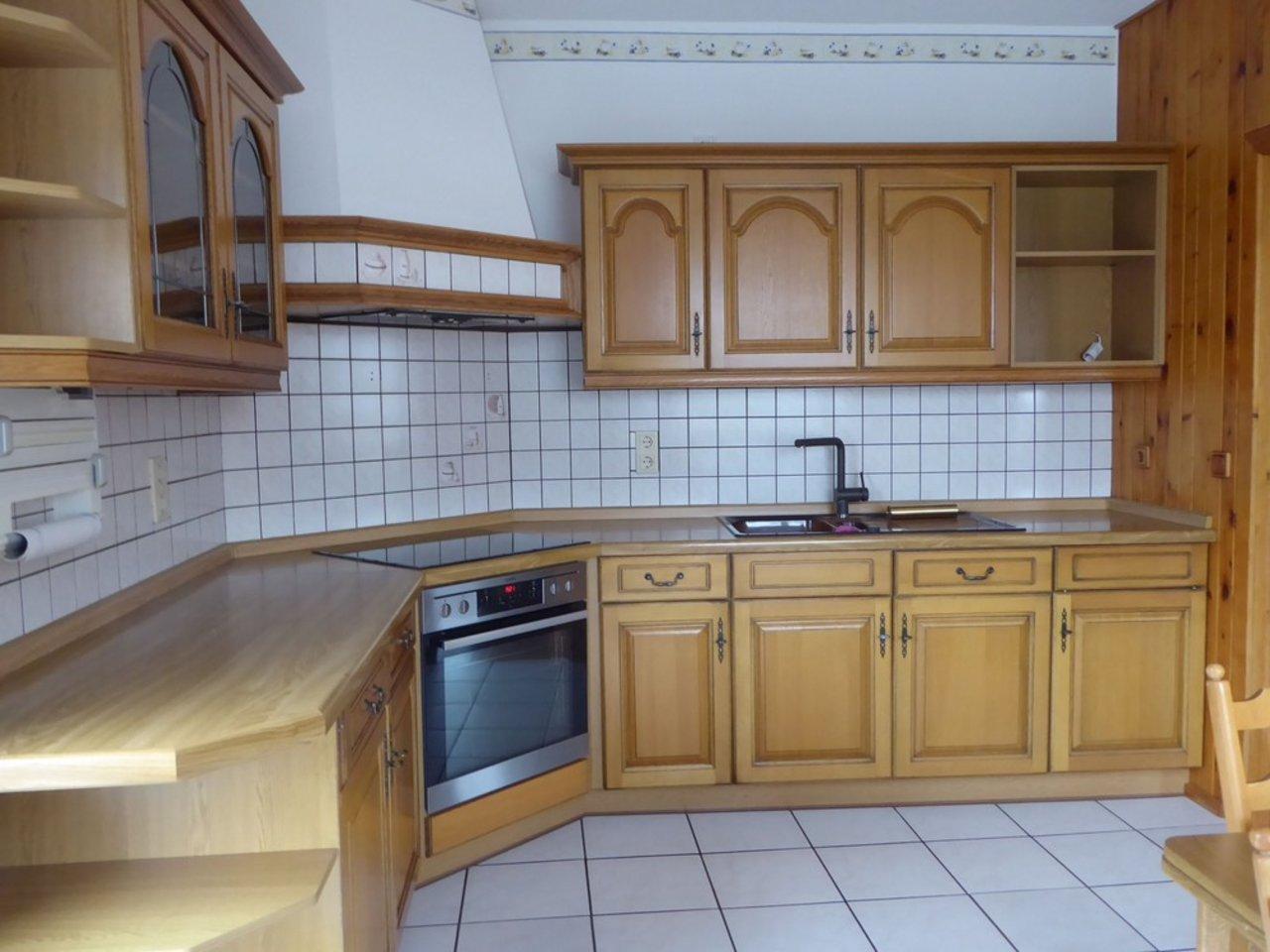 Großzügige, gepflegte Wohnung mit sonniger Terrasse in Witzleben-Küche im OG