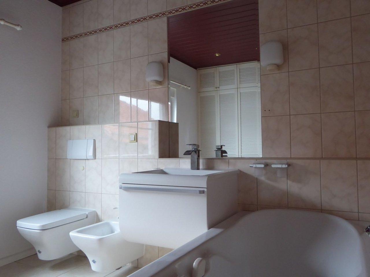 Großzügige, gepflegte Wohnung mit sonniger Terrasse in Witzleben-Bad im OG