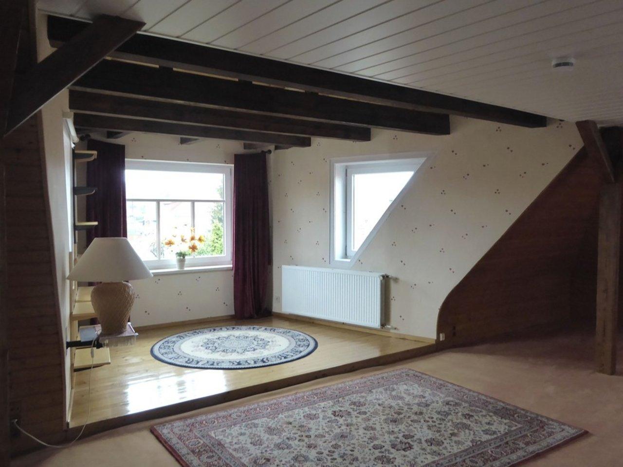 Großzügige, gepflegte Wohnung mit sonniger Terrasse in Witzleben-Wohnbereich im DG