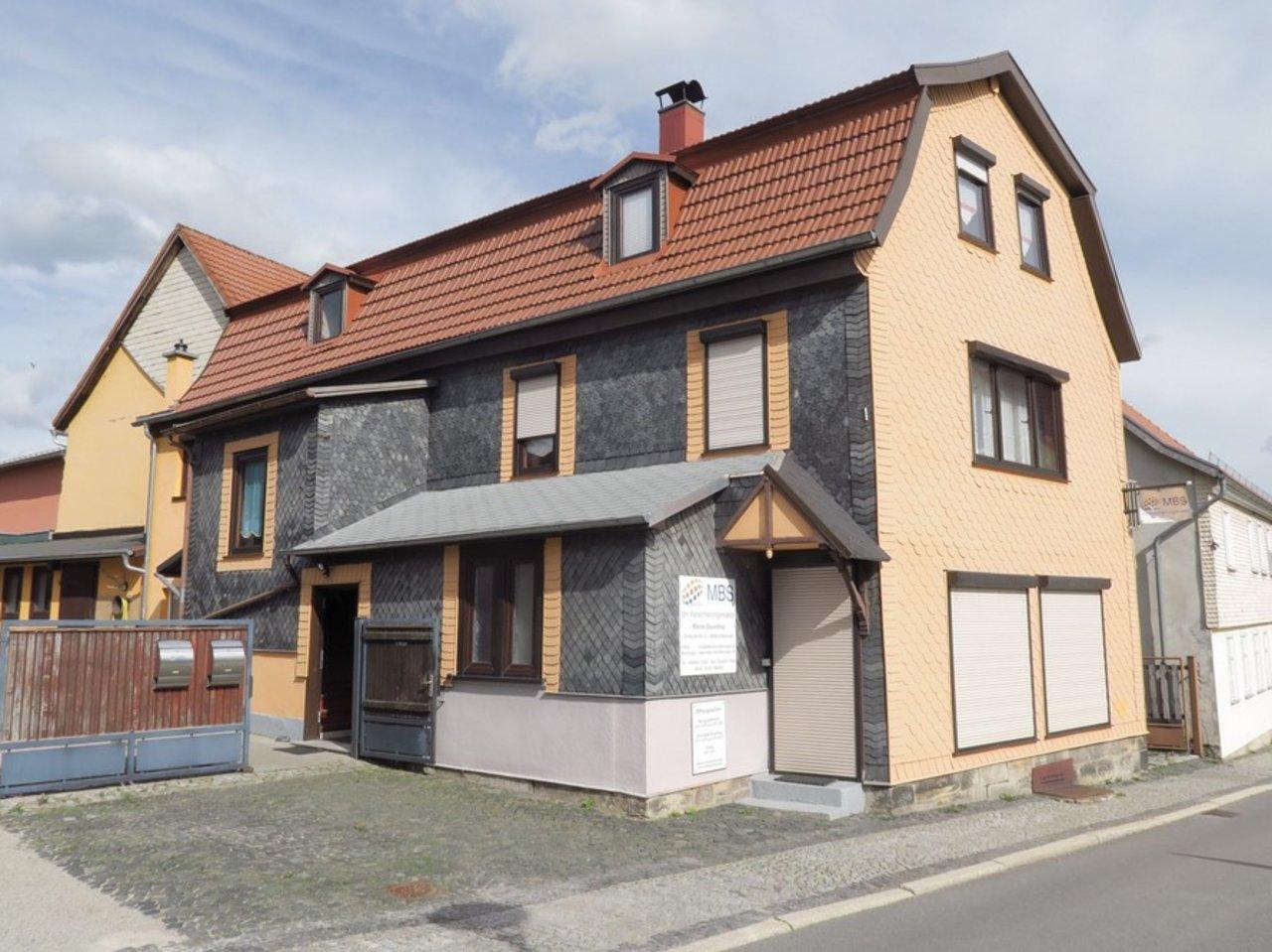 Großzügiges EFH mit Nebengebäude in Gräfenroda-Hausansicht