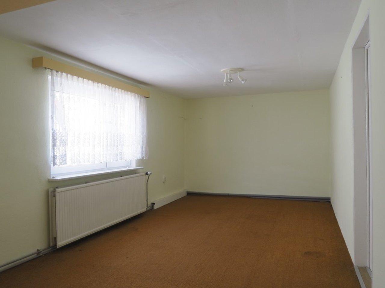 Modernisierungsbedürftiges EFH in beliebter Lage von Arnstadt-Zimmer im DG