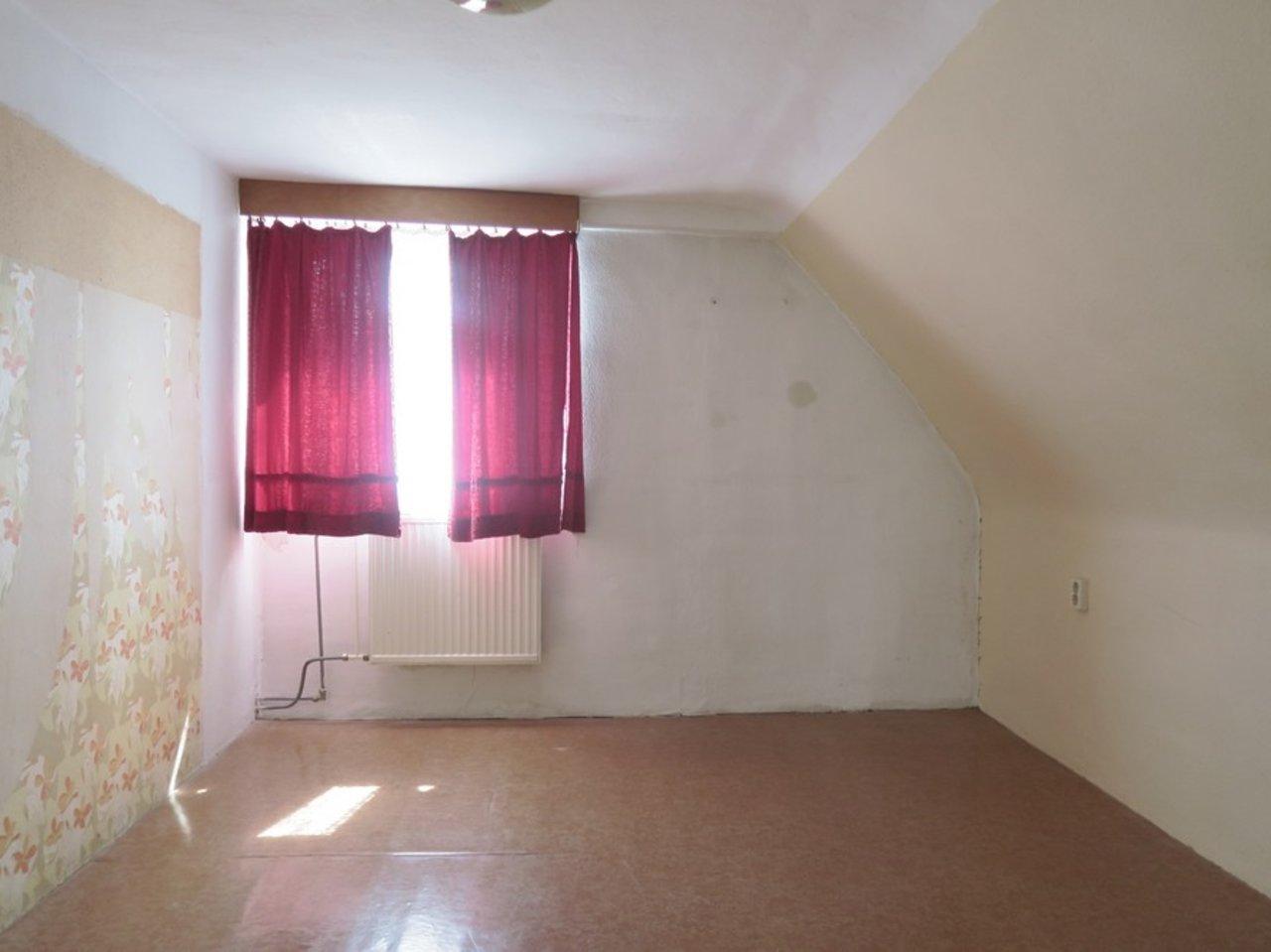 Modernisierungsbedürftiges EFH in beliebter Lage von Arnstadt-Weiteres Zimmer im DG