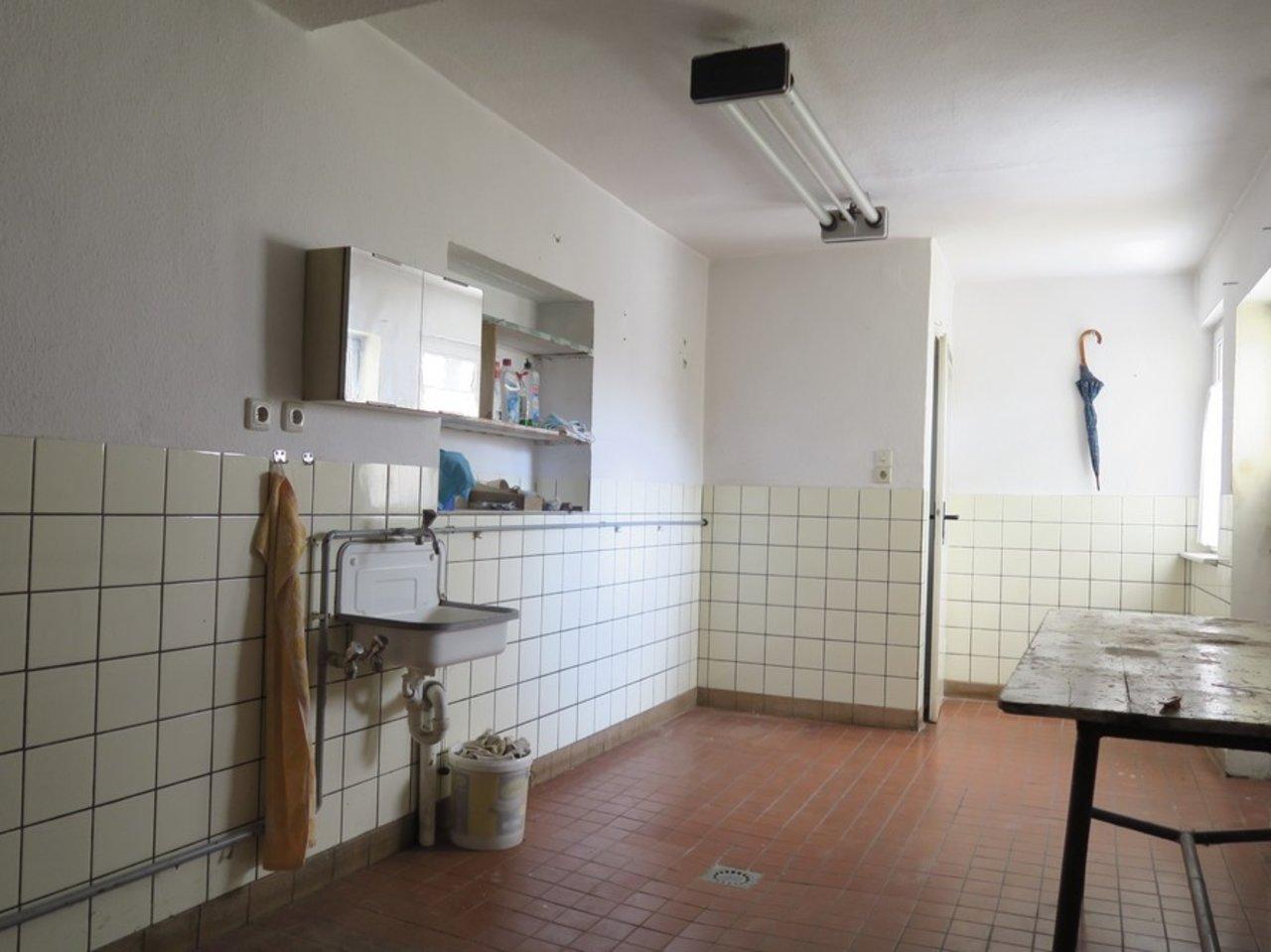Modernisierungsbedürftiges EFH in beliebter Lage von Arnstadt-Hauswirtschaftsraum